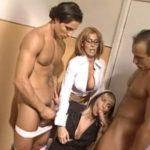 imagen Profesora madurita se apunta a la orgia