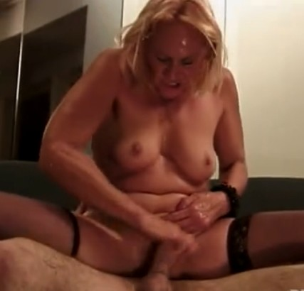 La abuela folla al nieto video porno