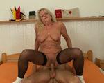 imagen mujer jubilada rellena su tiempo con sexo