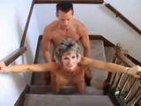 sexo en escaleras