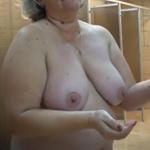anciana espiada en las duchas del gimnasio