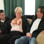 imagen Anciana borracha montando un trío