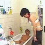imagen Su tía se desnuda y le enseña lo que es bueno