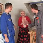 imagen Jovencitos descarados entran en casa de una señora
