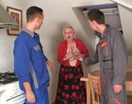 Jovencitos descarados entran en casa de una señora