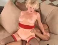 Follando el culo de una abuela viciosa