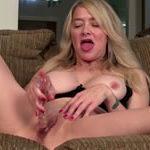 imagen Cincuentona americana presenta su propio show porno