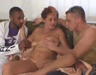 Trío de sexo con la vecina de al lado