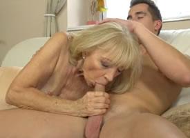 imagen La anciana se puso guapa para el amigo de su nieto