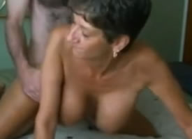 imagen Casada cincuentona practicando sexo amateur