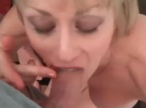 Abuela adora el sabor del esperma