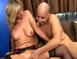 Madrastra muy puta seduce a su hijastro