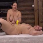 imagen Guarras jugando a los masajes eroticos