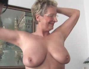 Vieja le hace un numerito sexy a su marido