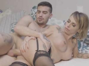 Guarra tiene buen sexo con un gigoló