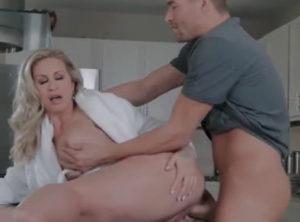 Madre seduciendo al novio de su hija