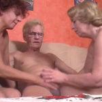 imagen Trio sexual con dos señora jubiladas