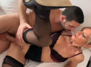 Francesa folla con su amante en un hotel