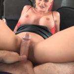 imagen Cerdo taxista seduce a su clienta madura
