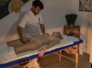 Pillando a su esposa en un masaje erotico