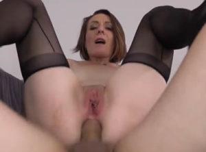 Sexo con una puta que encuentra en el parque