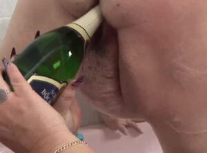 Gordas lesbianas y una botella de champán