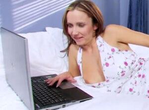 Puta treinteañera tiene citas por internet