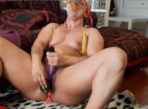 Culturista madura en una intensa sesión de sexo