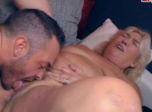 Jubilada disfrutando en su primer casting porno