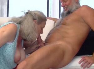 Los abuelos no dejan de disfrutar del sexo