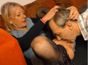 Tratando a su mujer como a una zorra caliente