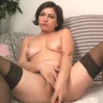 imagen Casada se masturba en vivo para su marido ausente