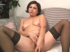 Casada se masturba en vivo para su marido ausente