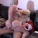 imagen Pillaron a la abuela follando con Santa Claus