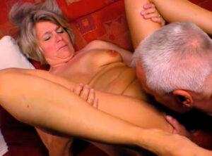 Abuela alemana teniendo sexo con su marido
