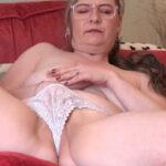 imagen Se masturba pensando en un polvo con su marido